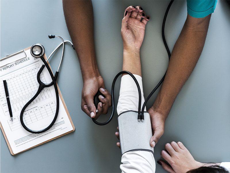 Pressão baixa: sintomas e causas